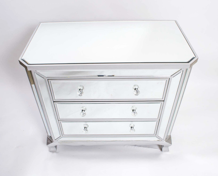 Elegant Art Deco Style Mirrored Chest Of Drawers