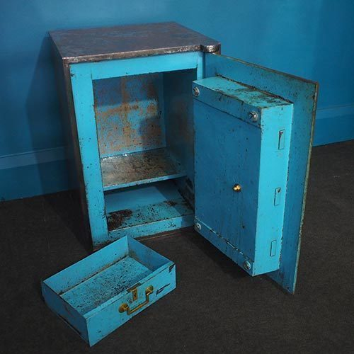 Vintage Safe With Keys – Stripped & Polished