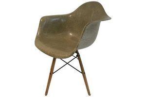 Thumb first edition charles eames paw chair swivel fibreglass shell dowel leg birch 0