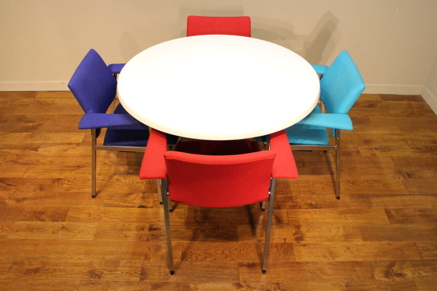 Funky 1970 S Fritz Hansen Chairs With A Tulip Dining Table Fritz