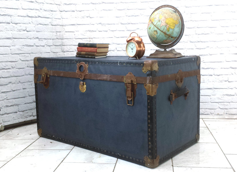 Large Overpond Travel Steamer Trunk Storage Toy Box Linen Chest Coffee Table 1950s Hot Air Balloon Lining