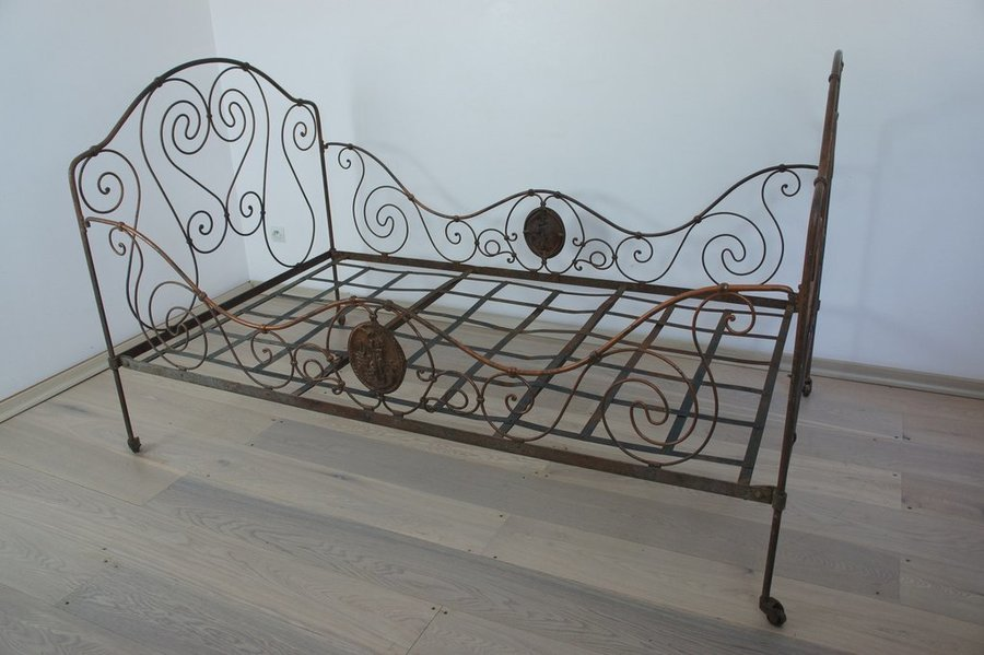 Vintage French Wrought Iron Bronze Bed/Day Bed photo 1