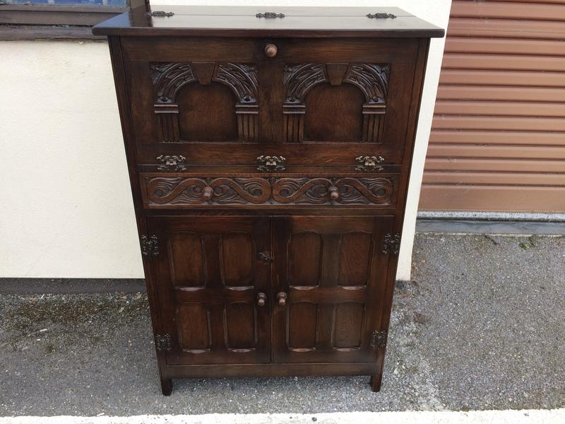 Lovely Vintage Carved Oak Cocktail Cabinet Home Bar Bevan Funnel