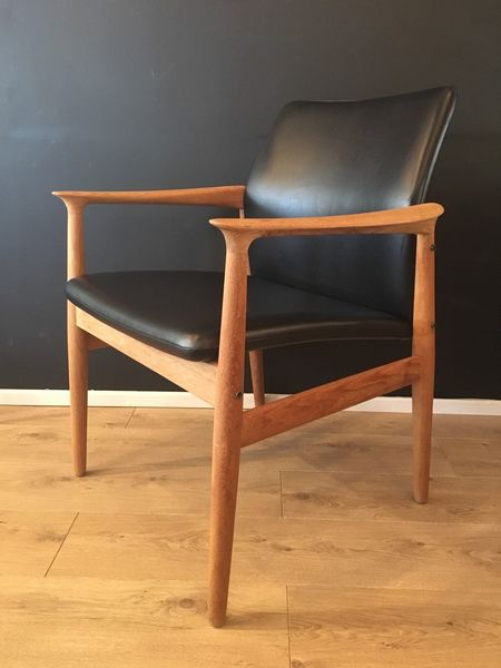 Grete Jalk Mid Century Lounge Chair Oak Frame And Black Vinyl Seat 1970's