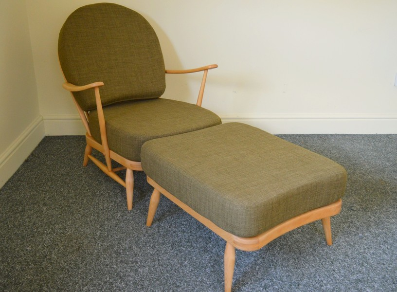 Ercol: Vintage Windsor 203 Armchair & Matching Footstool In Soft Green