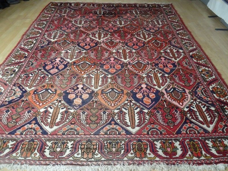 "Large Persian Bakhtiari Hand Made Carpet Or Rug  10ft X 7ft 10"""