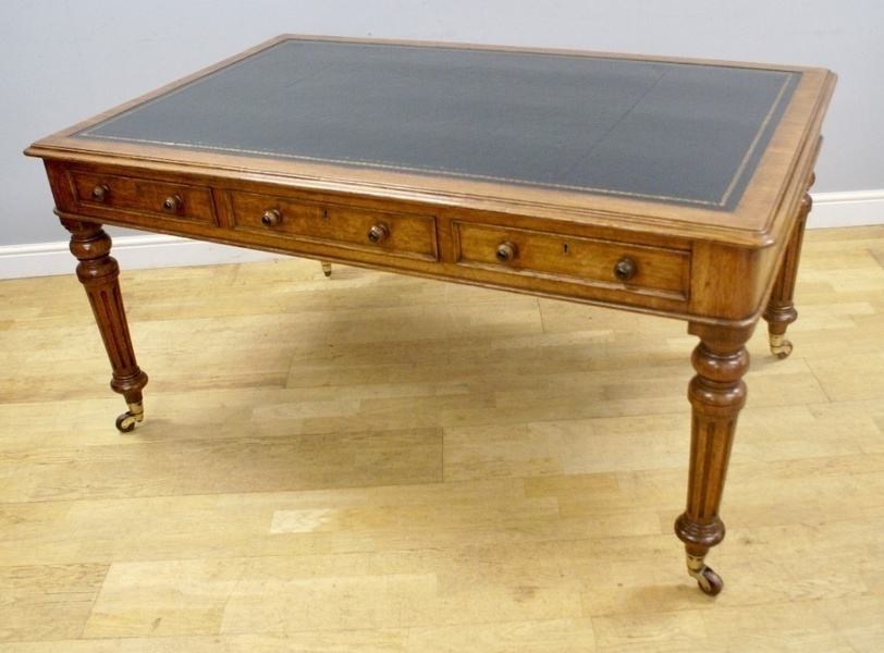 A Victorian 6 Drawer Writing Table