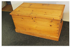 Thumb antique pine trunk 1800s 0