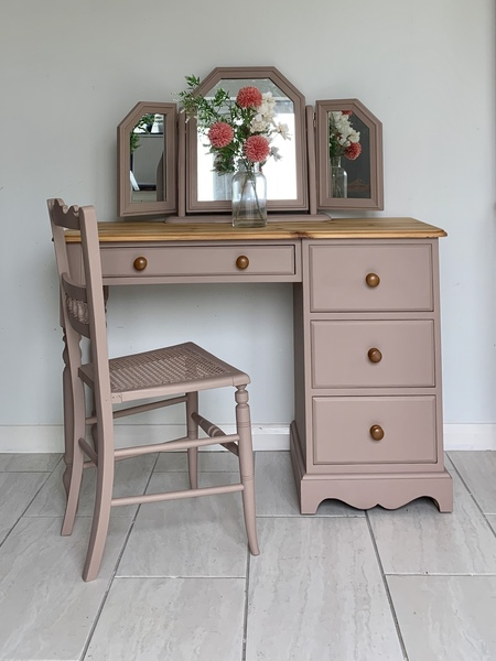 Pink Dressing Table With Mirror And
