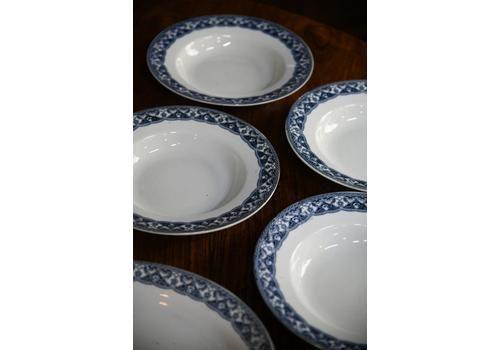 4 Vintage Empire Ware Bowls.