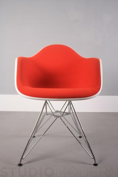Vitra Charles & Ray Eames Dar – Red Hopsack