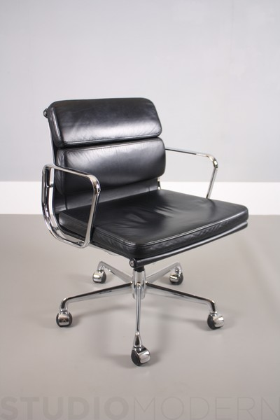 Eames Ea208 Soft Pad Chair For Icf photo 1